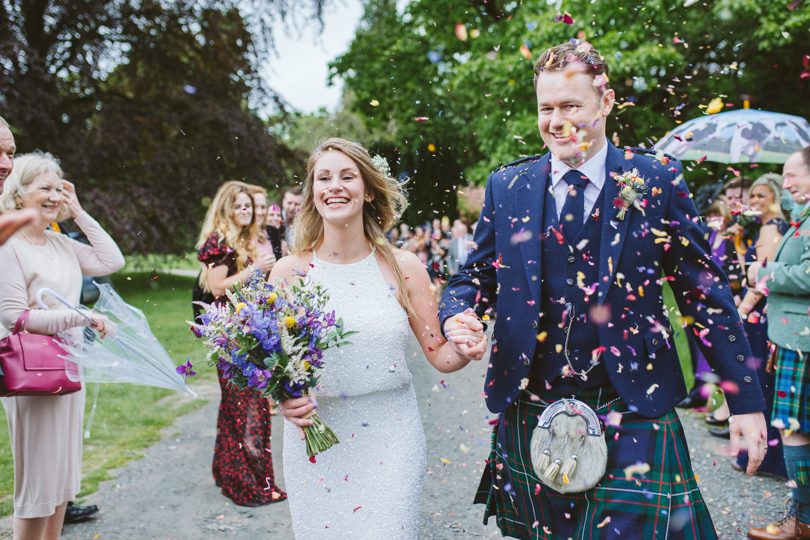 What confetti looks best in wedding photos?