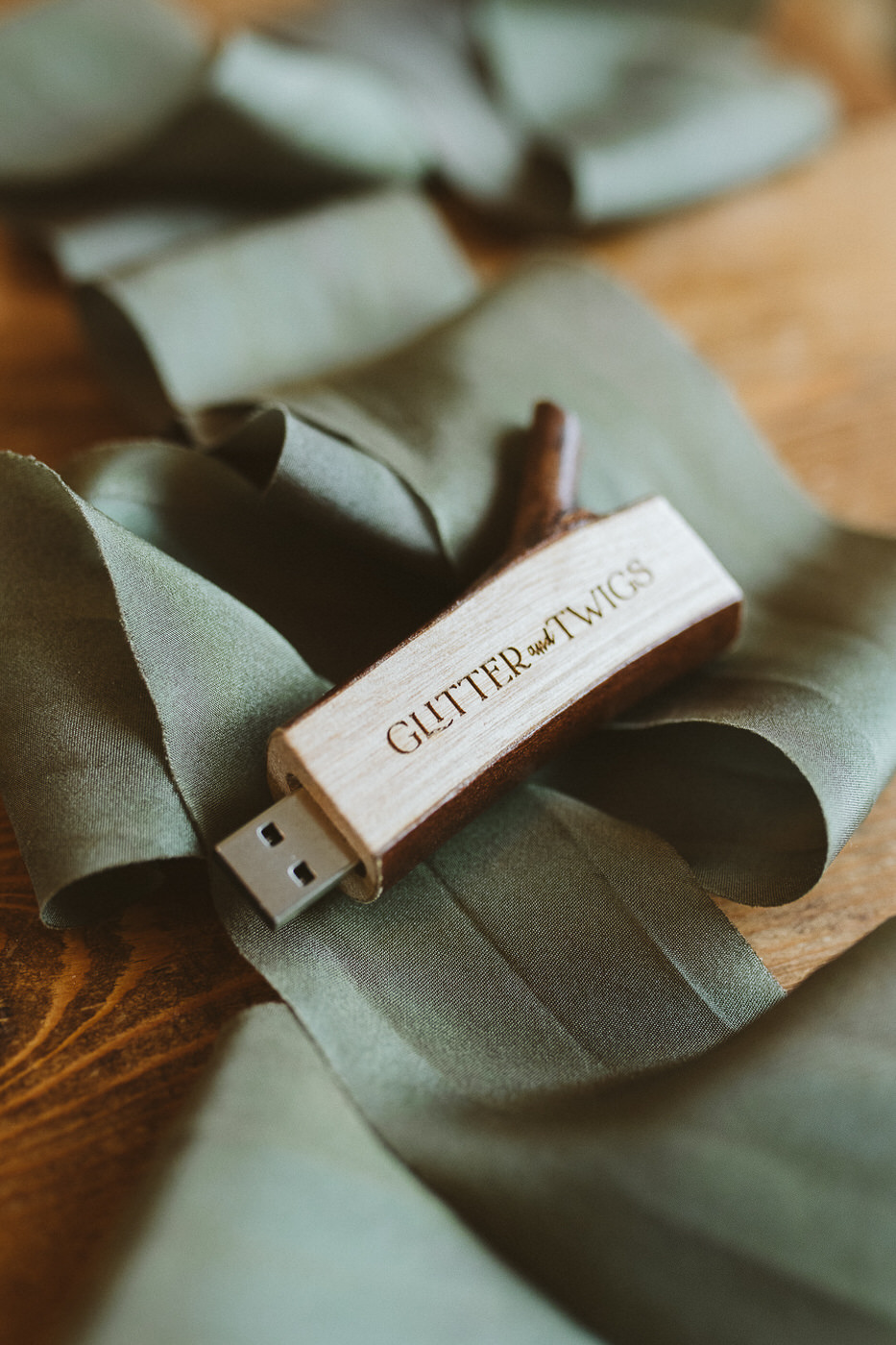 Sustainable wedding photographer - products and resources